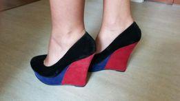 Жіночі туфлі (замінник)