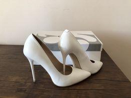 Білі туфлі 35р шкіра