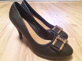 Buty na obcasie, szpilki czarne.
