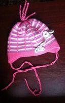 продам теплую детскую шапочку на 2-3 года