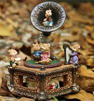 Оригинальная коллекционная музыкальная шкатулка мышки на граммофоне