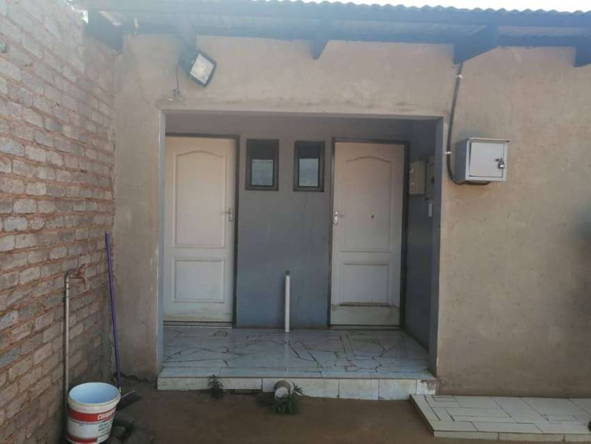 2rooms with 2 showers for sale in Zonke 0