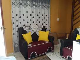 2 bedroom with granny flat duplex for sale in Blue Downs [nuwe begin)