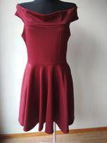 Sukienka bordowa.