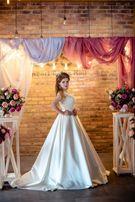 Весільна фотозона (Луцьк) - салон Wedding Room