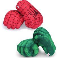 Огромные мягкие перчатки в виде кулаков Халка и Человека Паука.