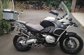 2009 R1200 GS Adventure BMW with boxes & exreas