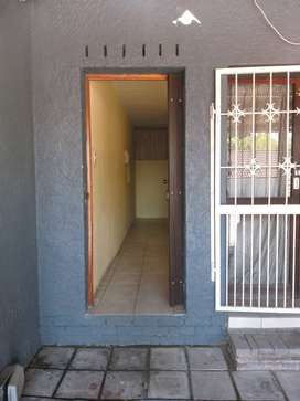 Randburg Backroom Type, Bachelor, R2900 excl electricity and gas