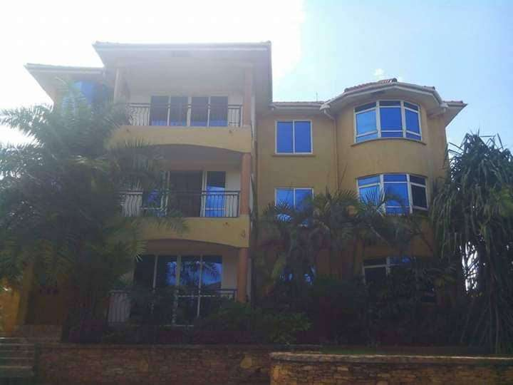 Nice 3 bedroom fully furnished apartment for rent in Bukasa at 3.8m 0