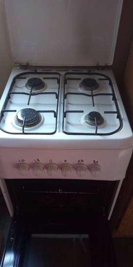 Gas stove with gas bottle