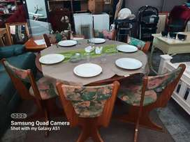 Round dinning room table