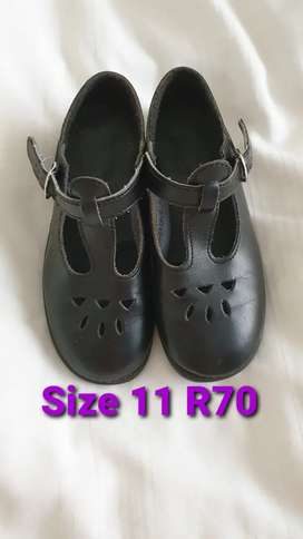 2nd Hand Young Girls School Shoes Size 11 R70