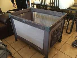 Basico cot and playpen