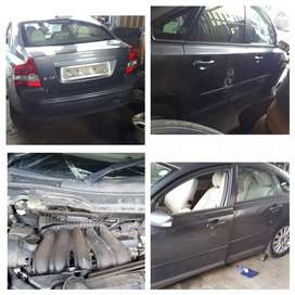 VOLVO S40 STRIPPING FOR CAR SPARE PARTS