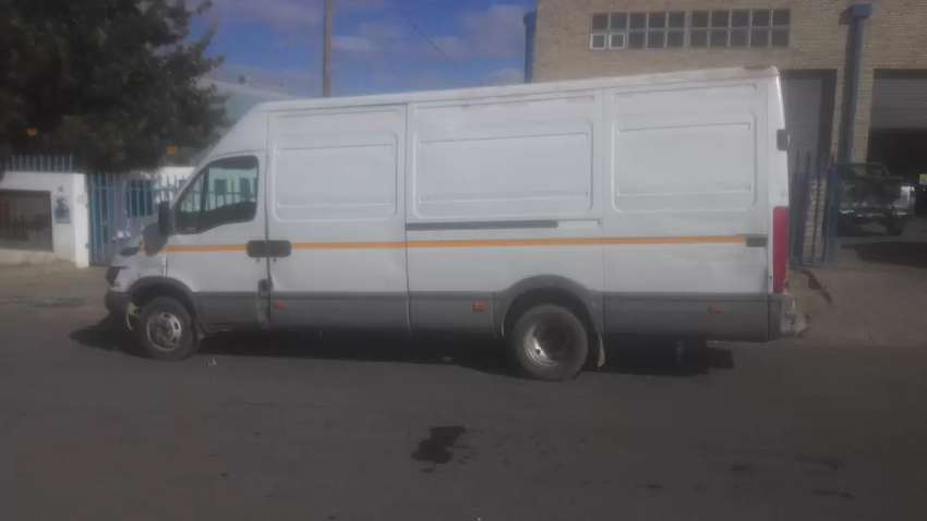 Selling my iveco daily turbo, 2003 model, manua, 2,8L diesel 0