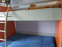 Łózko piętrowe, biurko i 2 szafki
