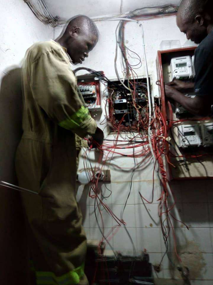 Am electrician looking for a job 0