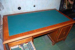 Письменный стол и книжный шкаф из натурального дерева для кабинета