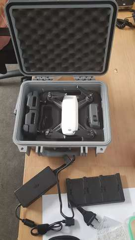 Dji Spark with 2 batteries, charging hub and hardshell case)