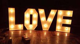 Буквы с лампочками LOVE