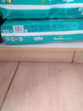 2pck jumbo pampers 4+