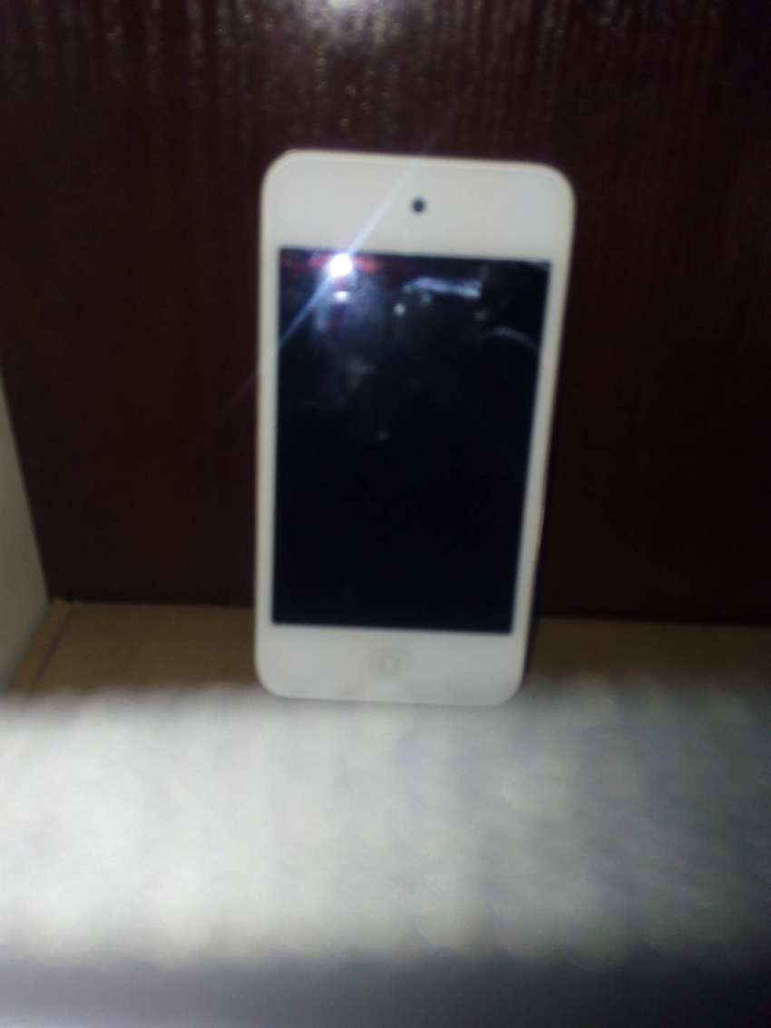 32gb Apple ipod touch 3rd Generation 0