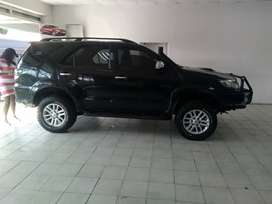 BLACK TOYOTA FORTUNER 3.0 D-4D AUTOMATIC