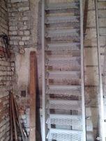 Продаю металлическую лестницу