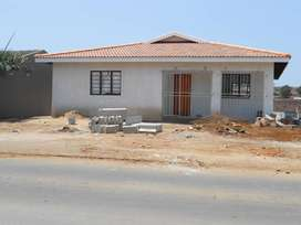 2x ROADSIDE UNITS IN A COMPLEX FOR RENT IN NORTHCROFT R10 000 EXCL:L/W