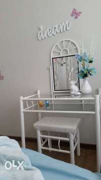 Image of bed and dressing table for sale