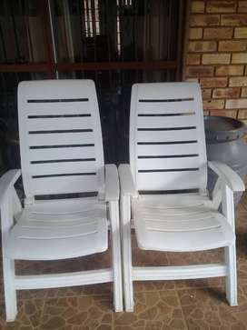 Giantex loungers (white chairs)