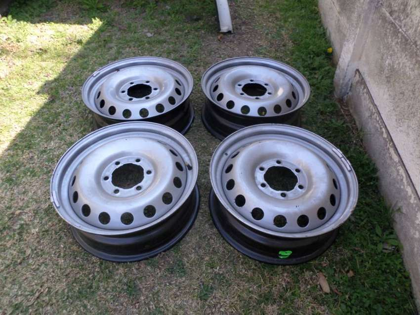TOYOTA HILUX/FORTUNER 17 INCH STEEL RIMS FOR SALE 0