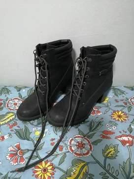 Size 6 UNREAL Heeled Boots