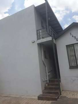 Neat flat to rent by the 1st of July 2021.R2500 Deposit.