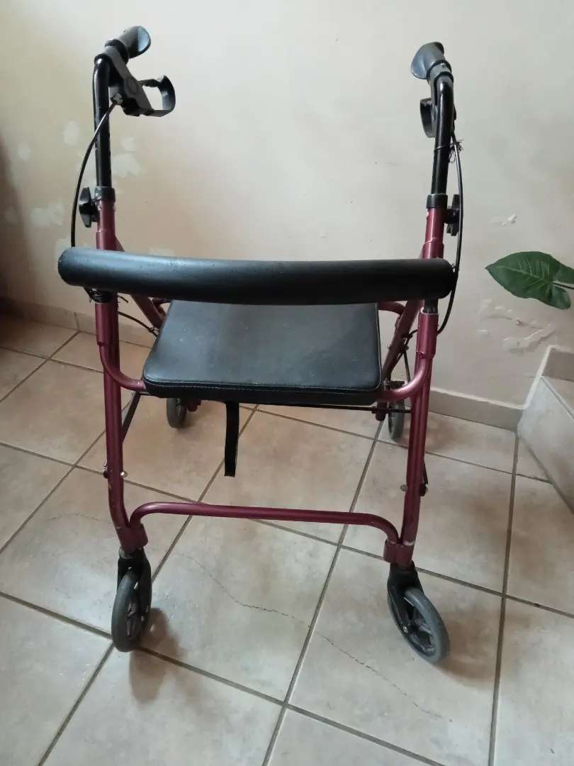Walker with wheels second hand