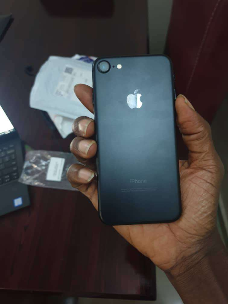 clean uk used iphone 7(32gb) 0