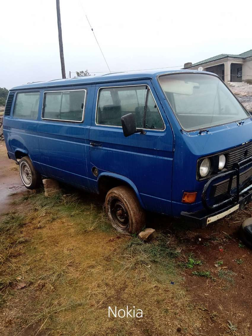 Microbus with Ford Cortina 2l engine.it starts &run. 0