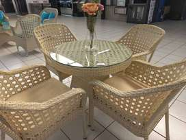 WHITE GARDEN TABLR AND 4 CHAIRS