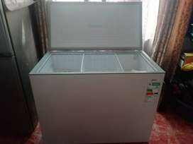 292 ltr White Deep Freezer