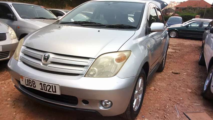 Toyota ist 2002 model, silver color for sale 0