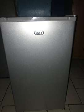 I am selling  bar fridge the color of the fridge is silver color