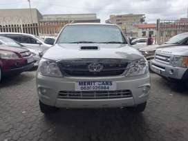 TOYOTA FORTUNER 3.0 D4D 4X4  WITH LEATHER INTERIOR DESIGN SEAT