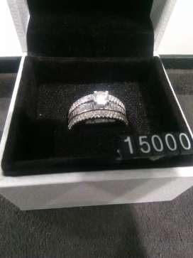 Diamond ring (valuation certificate available)