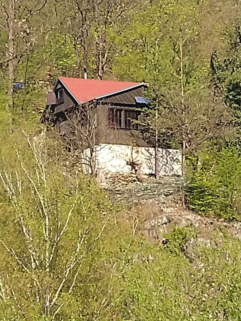 Prodej chaty u řeky - Petrov u Prahy 0