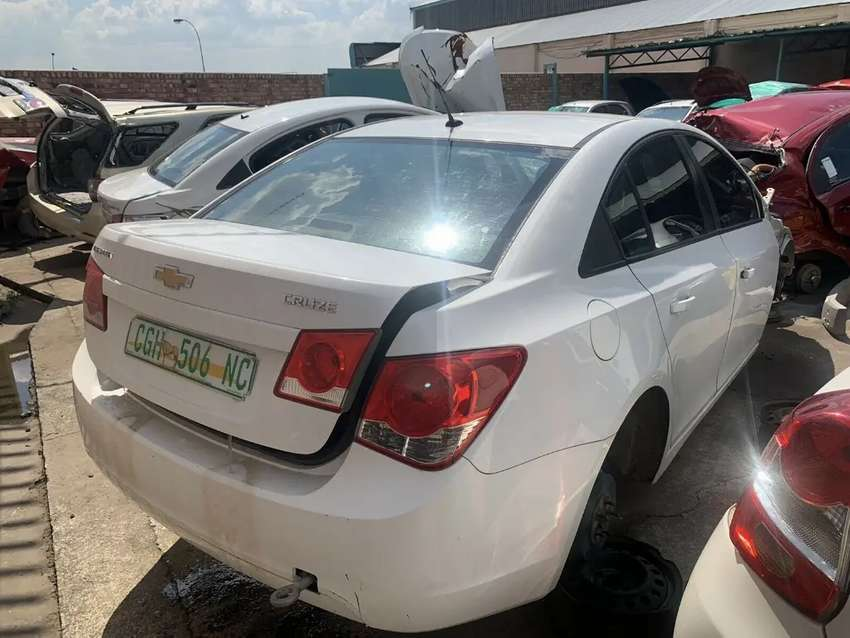 Chev Cruze Sedan Stripping For Spares