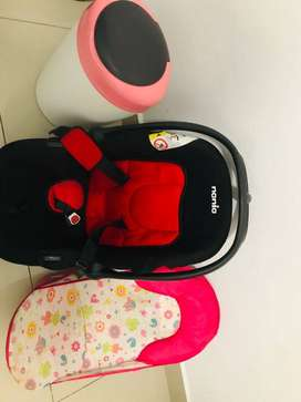 Car seat, Tommee Tippee bin and baby bath seat