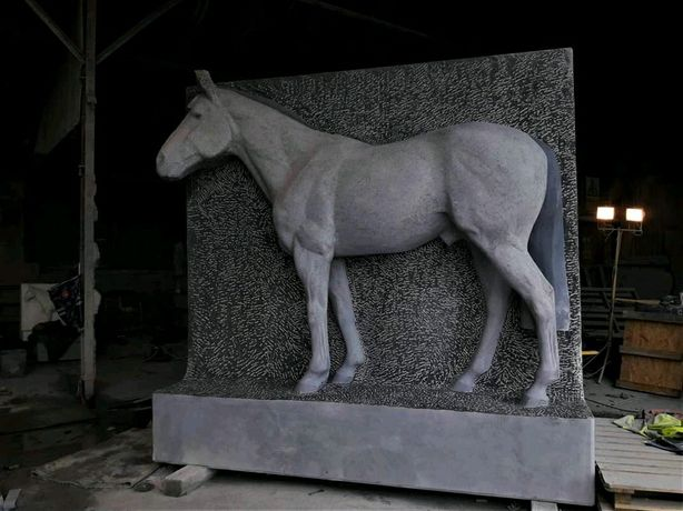 Кінь бюст