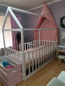 Single house bed + bed included