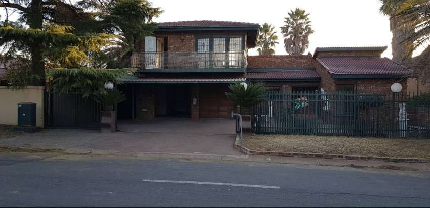 6 bedroom house for sale in Bronkhorstspruit extensions 0