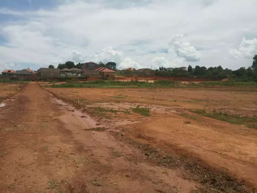 Very strategic plots with readyprivate mile land title on table bujuko 0